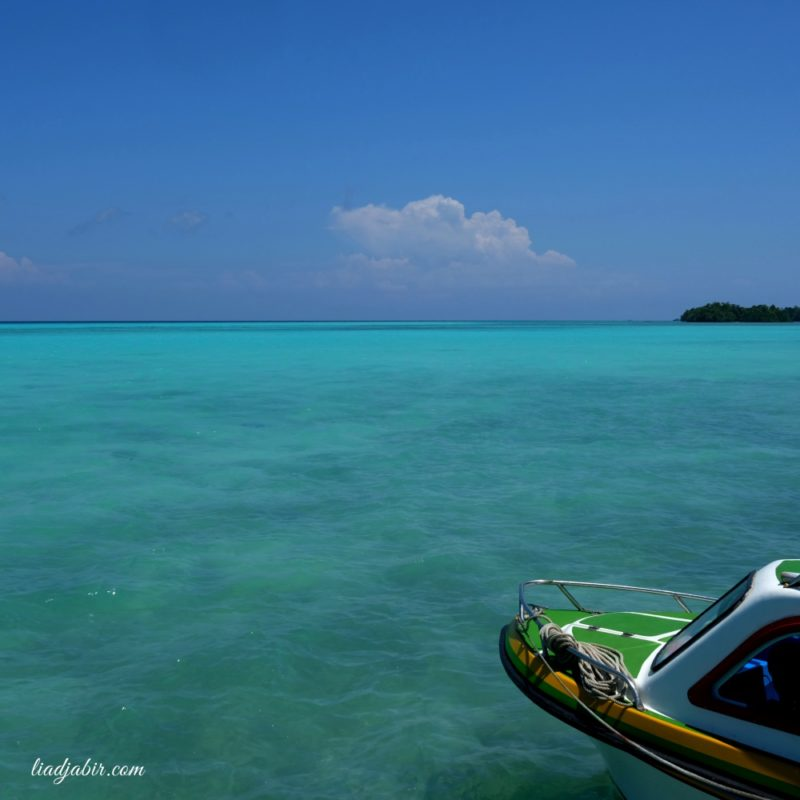 Pemandangan laut di Goa halo tabung